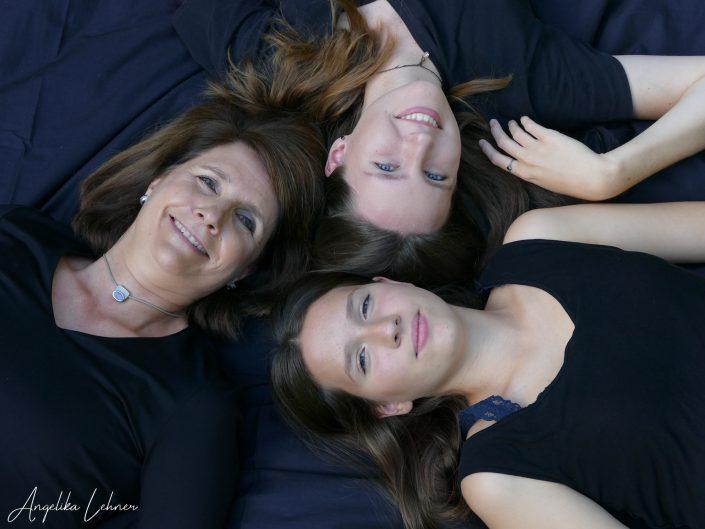 Familienshooting, Foto von Mutter und Töchter